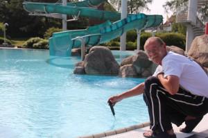 Bademeister gibt den Startschuß für die Lindenbad Freibaderöffnung