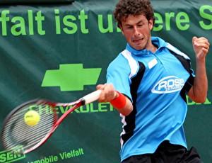 Trotz einer im Match zugezogenen Knieverletzung konnte der erstmals im Team des TC Blau-Weiss Halle aufgebotene Niederländer Robin Haase sein Einzelmatch überzeugend in zwei Sätzen gewinnen.