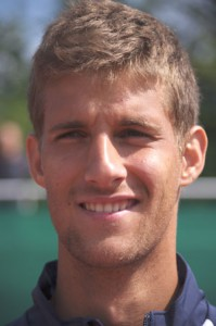 Als Junior war der heute 22-jhrige Martin Klizan mit dem Gewinn der Europameisterschaften 2005 und der Platzierung als Junioren-Weltranglisten-Erster sehr erfolgreich. In dieser Saison spielt der Slowake erstmals fr den Tennis-Bundesligisten Blau-Weiss Halle.  Kurt Vahlkamp (Blau-Weiss Halle)