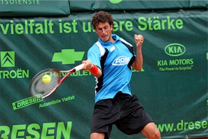 Nach seinem ATP-Turniersieg am vergangenen Samstag in Kitzbühel reiste der 24-jährige Niederländer Robin Haase umgehend nach Ostwestfalen und steuerte für das GERRY WEBER-Team am Sonntag einen Einzel und einen Doppelsieg zum Gesamterfolg über Grün-Weiss Mannheim bei.