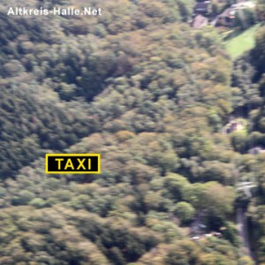 Luftbildaufnahme vom Peter auf'm Berge. Der 23-jährige Bielefelder Taxifahrer hat sich im Dickicht des Teutos festgefahren. (siehe Symbol). Foto: www.Altkreis-Halle.Net