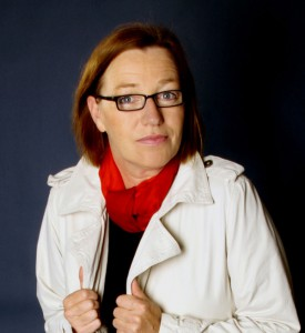 """Mechtild Borrmann wurde 1960 geboren und lebt heute in Bielefeld. Ihre Kindheit und Jugend verbrachte sie am Niederrhein.   Ihre Krimis sind daher häufig in Kleve und Umgebung angesiedelt. Sie arbeitete u. a. als Tanz- und Theaterpädagogin und war lange Jahre Inhaberin eines Restaurants. Seit 2011 ist sie freie Schriftstellerin und Mitherausgeberin des Literaturmagazin """"Tentakel"""" (Literatur aus OWL)  Breits erschienen: """"Morgen ist der Tag nach gestern"""" (2007) und """"Mitten in der Stadt"""" (2009)"""