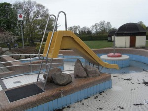 Lindenbad-Freibad: Auktion auf Kinderbecken Rutsche und vielen weiteren tollen Einrichtungen und Gegenstnden