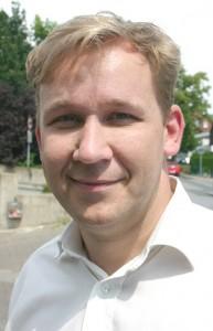 Rät Zuschauern zur Vorsicht: Bauleiter Sven Apel ist verantwortlich für die Baustelle am Haller Gausekampweg.
