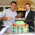 Turnierdirektor Ralf Weber empfängt den Tennis-Superstar Roger Federer