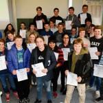 Gesamtschüler für ihre erfolgreiche Teilnahme am Wettbewerb »Chemie entdecken« ausgezeich net