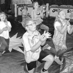 Kinder werden zu Akrobaten