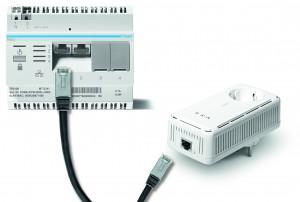 Macht Steckdosen zu Datendosen: das Multimedia-PLC-Set 200 von Hager