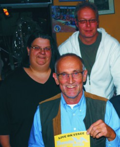 Martin Schumacher, Silke Gregor-Eckroth und Lothar Graupe (v.h) vom Schwimmverein Halle freuen sich auf ein volles Haus in der Remise