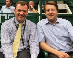 Philip Brook (links), der jetzt zum neuen Vorsitzenden des All England Lawn Tennis Clubs in Wimbledon gewählt wurde, besucht am 10. Juni 2010 Ralf Weber, den Turnierdirektor der GERRY WEBER OPEN in HalleWestfalen. © GERRY WEBER WORLD.