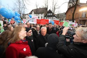 Mehr 2.500 Menschen demonstrierten am Freitag in Halle Westfalen für den sofortigen Lückenschluss der A 33.