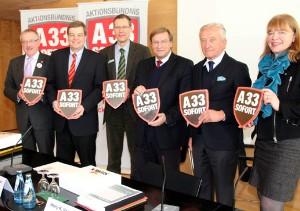 Gemeinsam für den schnellen Lückenschluss der A 33: Klemens Keller, Enak Ferlemann, Sven-Georg Adenauer, Harry K. Voigtsberger, Gerhard Weber und Anne Rodenbrock-Wesselmann (von links) zeigten sich mit den Ergebnisses des A 33-Gipfels im Kreishaus zufrieden.