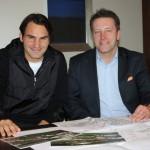 Roger Federer trifft in Rotterdam Turnierdirektor Ralf Weber zum Meinungsaustausch