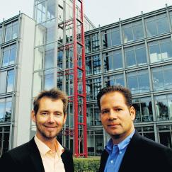 Werbung fürs Unternehmen: Westfalia-Geschäftsführer Matthias Upmeyer und Andreas Gartemann (links) freuen sich auf interessante Gespräche in Stuttgart auf der Fachmesse. Foto: R. Feldkirch