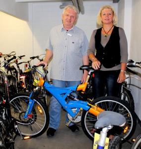 Erwin Steffen und Angelika Hamann freuen sich auf Ihren Besuch am 9. August und wünschen viel Erfolg beim Mitbieten. Foto der Stadt Halle (Westf.)
