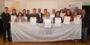 So war es 2010: Haller Fachhändler und Bürgermeisterin Anne Rodenbrock‐ Wesselmann freuen sich über die Auszeichnungen und Urkunden. Auch diesem Jahr sieht es gut aus, die Stadt hat vorgelegt und ihre Hausaufgaben bereits gemacht.