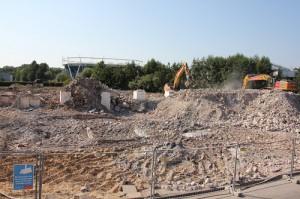 Freie Fläche am Gausekampweg: Nach dem Abbruch des alten Lindenbads entsteht hier bis Februar 2014 Halles neues Schwimmbad.