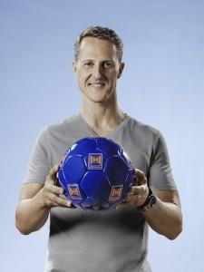 Volltreffer: Michael Schumacher, der erfolgreichste Formel-1 Fahrer aller Zeiten und Hörmann, Europas Nr.1 für Tore und Türen haben jetzt eine langfristige partnerschaftliche Zusammenarbeit vereinbart. Hörmann ist der breiten Öffentlichkeit bislang vor allem durch die Bandenwerbung bei den Spielen der Fußballnationalmannschaft bekannt. (Foto: Anke Luckmann)
