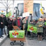 Bürger, Bio-Landwirte und BUND-Mitglieder gegen Massentierhaltung und Agrarindustrie