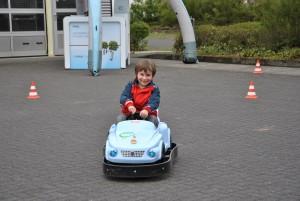 Elektromobilität für kleine Besucher: Bobbycars mit Elektromotor lassen junge Fahrer aktiv an der elektronischen Fortbewegung teilnehmen.