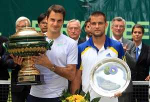 Tennis-Superstar Roger Federer (links) bezwingt nach spannendem Finalduell bei den 21. GERRY WEBER OPEN den Russen Mikhail Youzhny. © GERRY WEBER OPEN (HalleWestfalen)