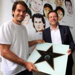 """Für seinen Vorjahres-Erfolg setzte Haas seinen Stern auf dem """"Walk of Fame"""" der Roger-Federer-Allee ein"""