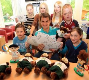 Ein Besuch mit großen Emotionen, der ins Herz ging: Der 31-jährige Schweizer Roger Federer zu Besuch bei den von Bodelschwinghschen Stiftungen in Bielefeld. © GERRY WEBER OPEN (HalleWestfalen)