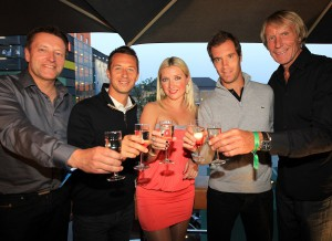 Feierlaune auf der Players' Party der GERRY WEBER OPEN im eleganten >Elephant Club< in Bielefeld (von links): Turnierdirektor Ralf Weber, Davis Cup-Spieler Philipp Kohlschreiber, Irina Ukolova, Tennisprofi Richard Gasquet aus Frankreich und Hochsprung-Legende Carlo Thränhardt. © GERRY WEBER OPEN (HalleWestfalen)