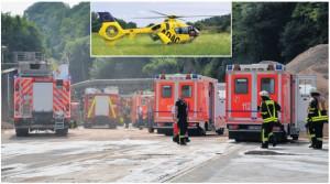 Großeinsatz: Zahlreiche Feuerwehrleute mit ihren Spezialfahrzuegen wurden für den Rettungseinsatz ebenso gebraucht wie Rettungstransport- und Notarztwagen. Sogar der ADAC-Rettungshubschrauber aus Rheine (Bild oben) musste herangezogen werden. Damit wurde der Schwerstverletzte, der sich in Lebensgefahr befand, abtransportiert. Fotos: A. Großpietsch