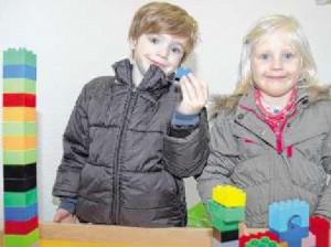 Flemming und Romy testen das Spielzeug in der »Entengruppe«. FOTOS: B. NOLTE
