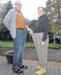 Viel Platz: Stephanie und Andreas Flottmann zogen für das Foto ihre alten Hosen an.